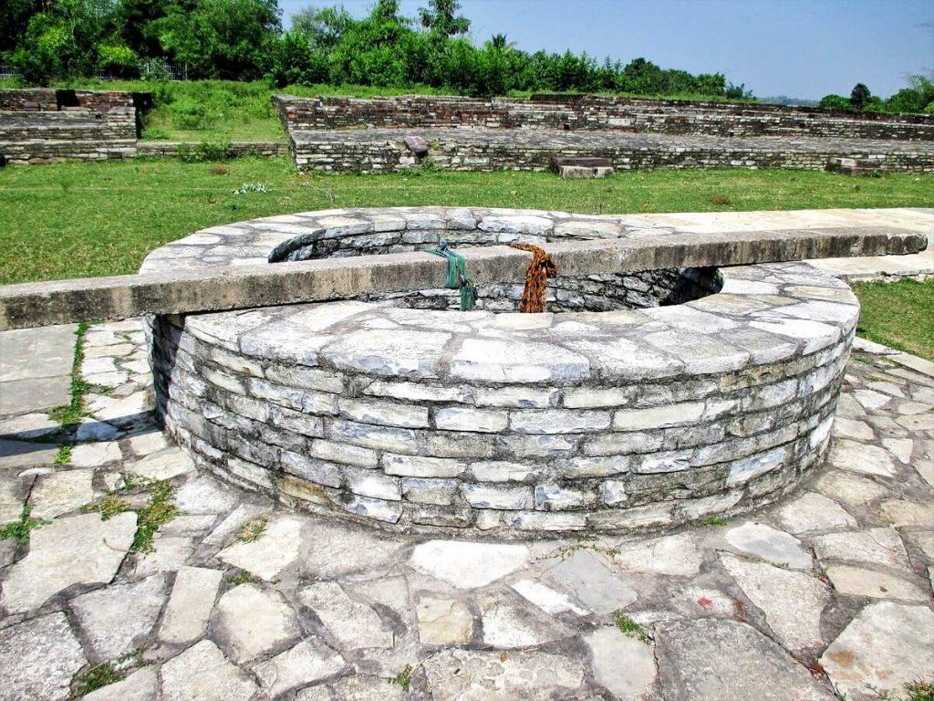 Ancien puits du marché de Sirpur