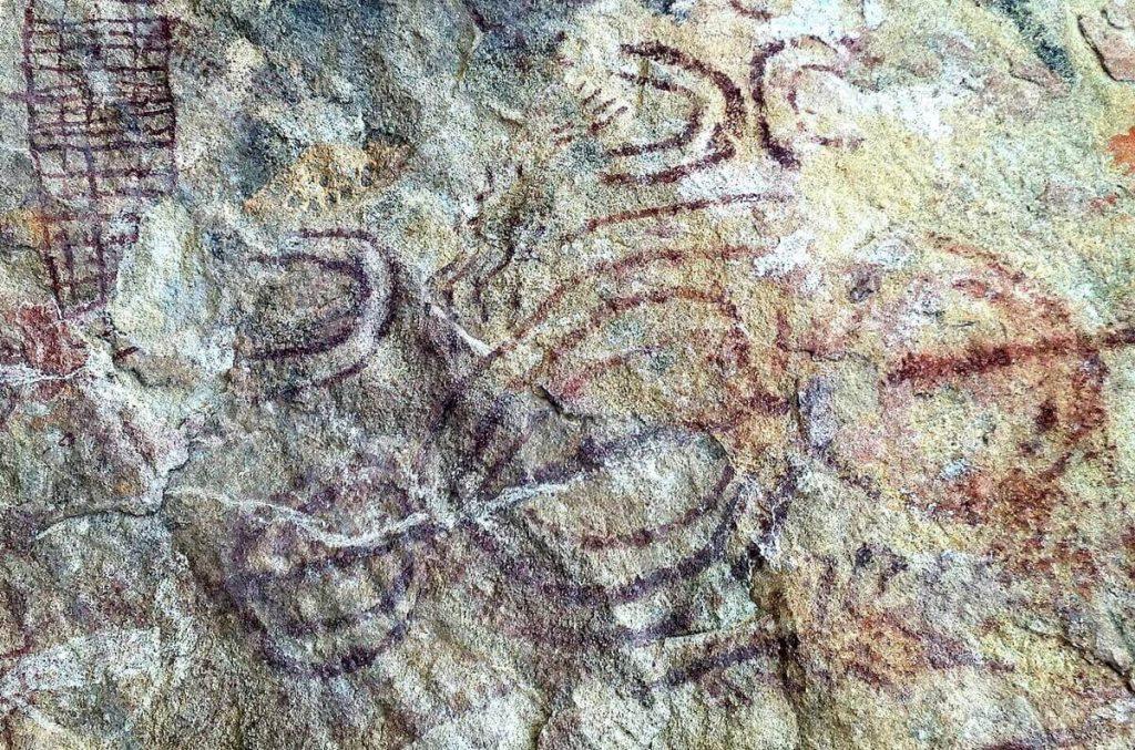 Peinture rupestre géométrique - grotte d'Ongna Chhattisgarh Inde