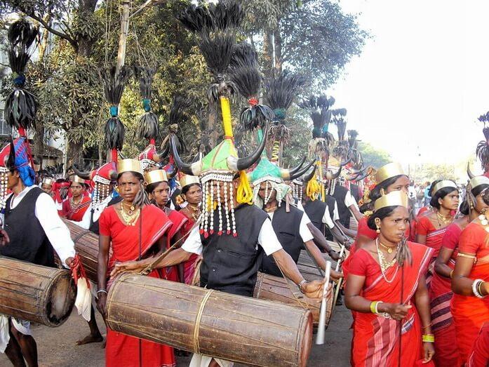 Tribu Maria à cornes de bison dans le Chhattisgarh tribal en Inde