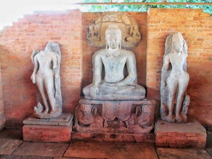 que visiter à Sirpur dans le Chhattisgarh en Inde - le complexe de Teevardev ou temple de Bouddha