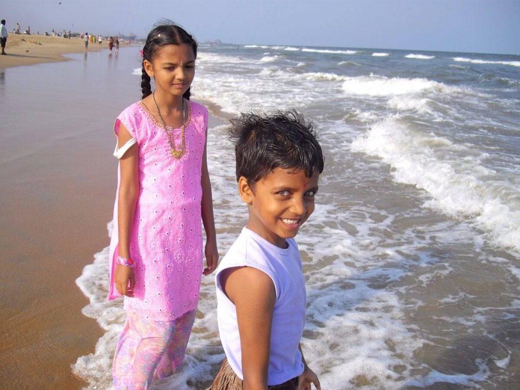 Enfants Indiens se baignant à Madras