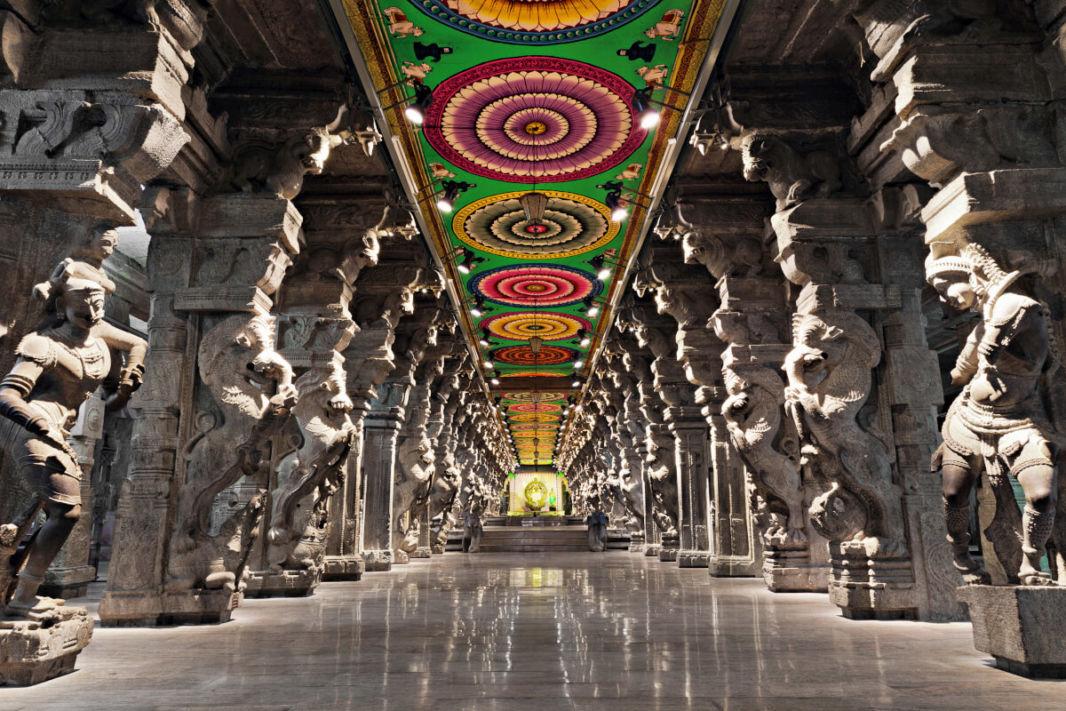 Intérieur du temple de Meenakshi à Madurai