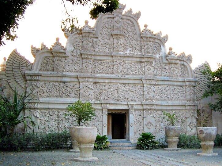 Bains du Sultan au Kraton de Jogjakarta ile de Java
