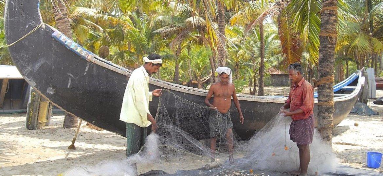 Pêcheurs Keralais de la plage de Marari près des backwaters d'Alleppey