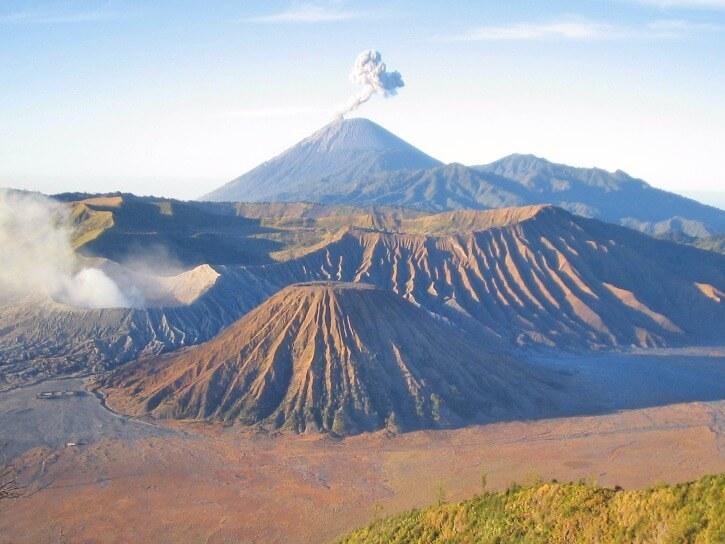 Caldeira du volcan Bromo depuis le Gunung Penanjakan île de Java Indonésie