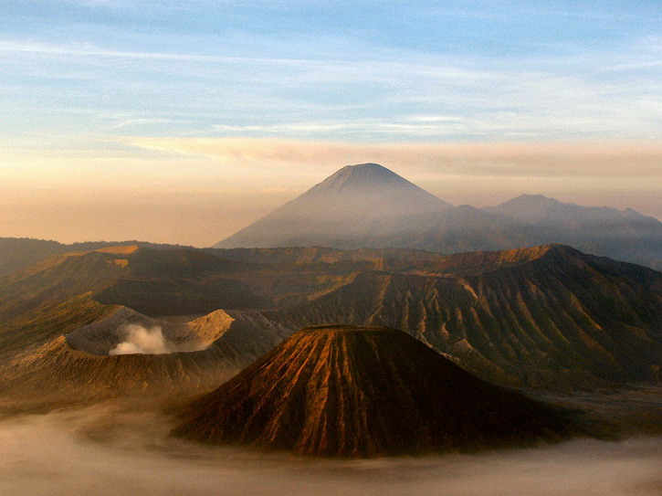 It's easy to organise a Bromo tour in order to see the active Javanese volcanoes. Read my Java travel guide to learn more