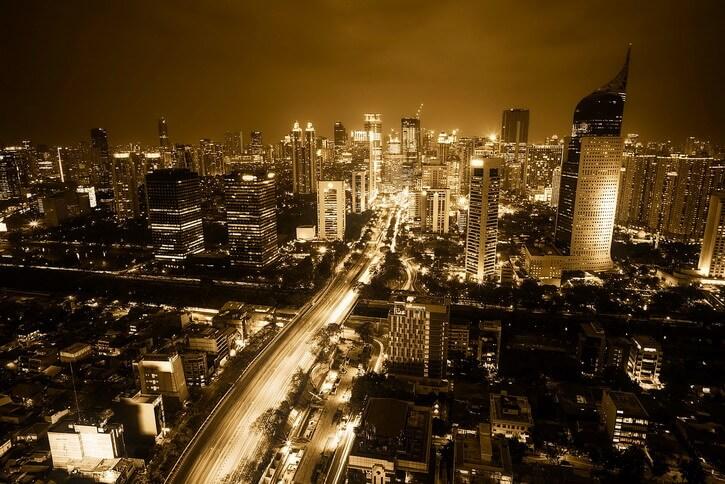 Vue de Jakarta, la capitale de l'Indonésie, by night