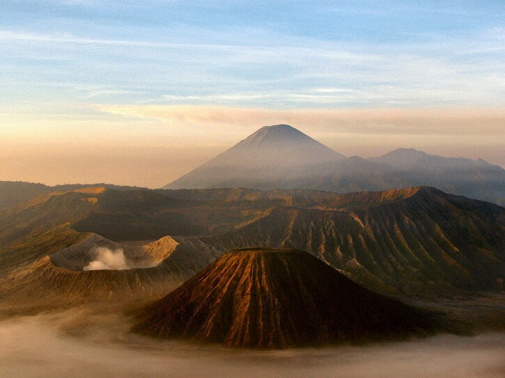 Lever du soleil sur la caldeira du volcan Bromo, depuis le Gunung Penanjakan
