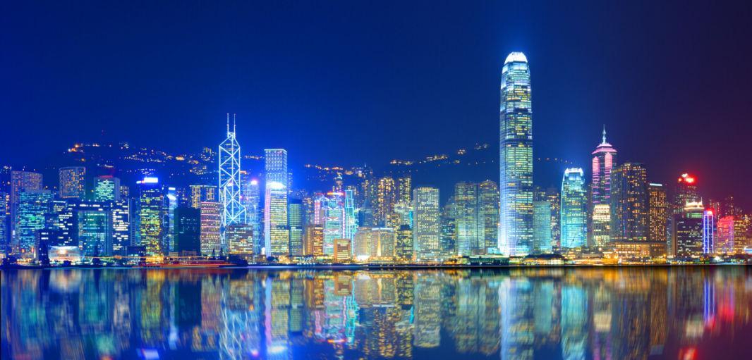 La Baie de Hong Kong illuminée de nuit