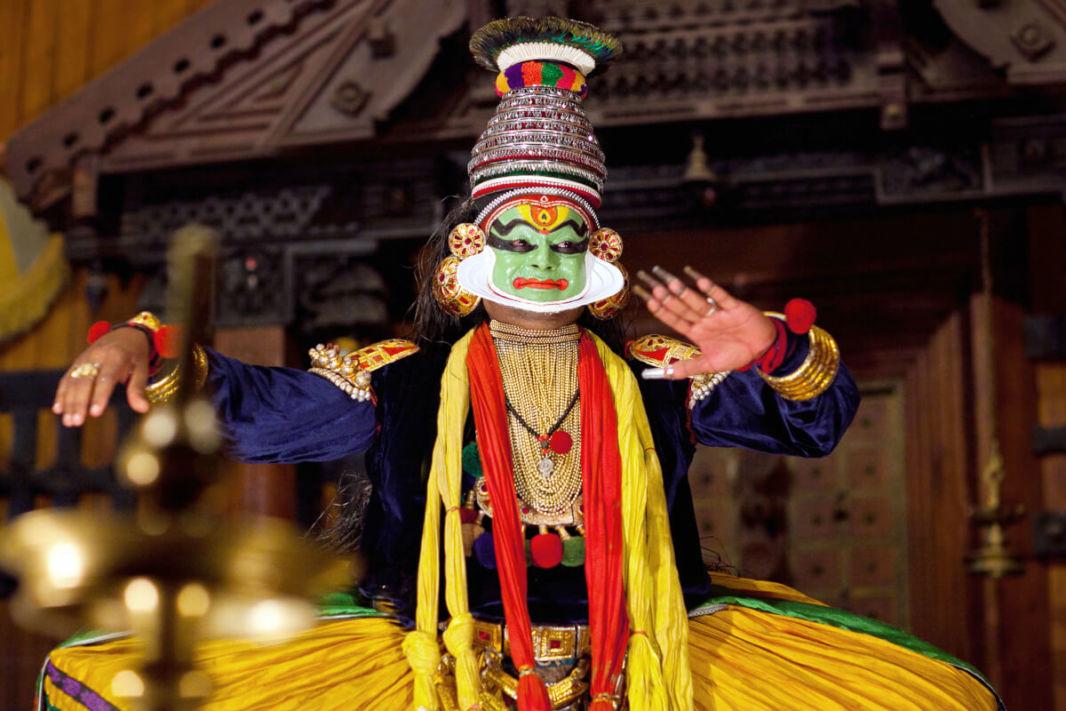 Acteur de Kathakali dans le rôle du héro - figure verte