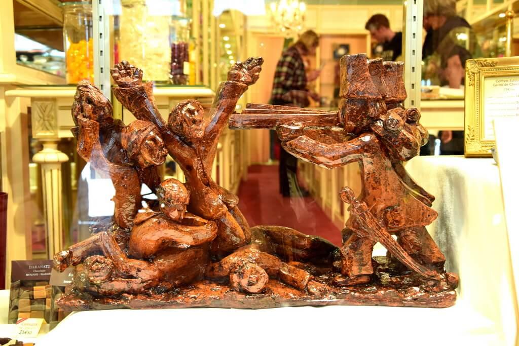 Chocolate sculpture representing a war scene