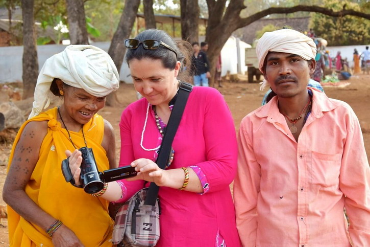 The tour guide Stephanie Langlet with a Bhatra woman and a Dhurwa man with Stephanie Langlet in Nangur Tribal market