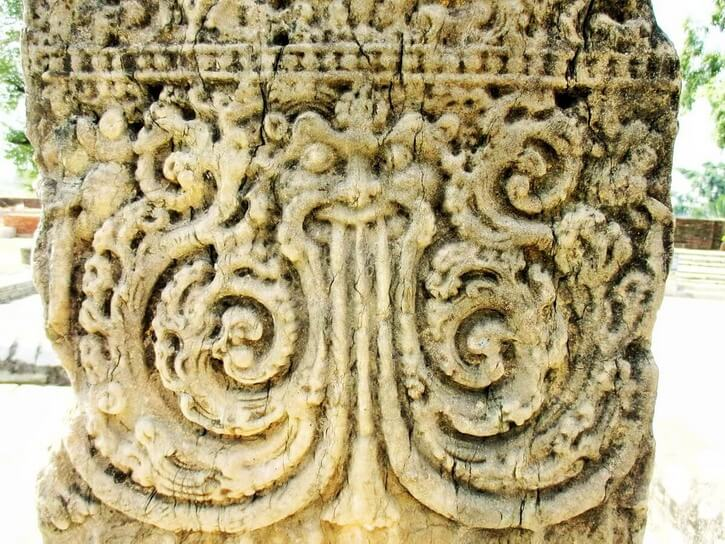 Detail of pillar carved with the head of a dragon
