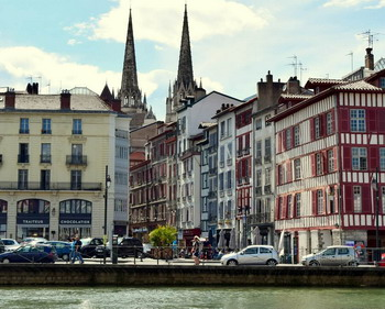 The cathedral of Bayonne wit the stilt houses and the quay