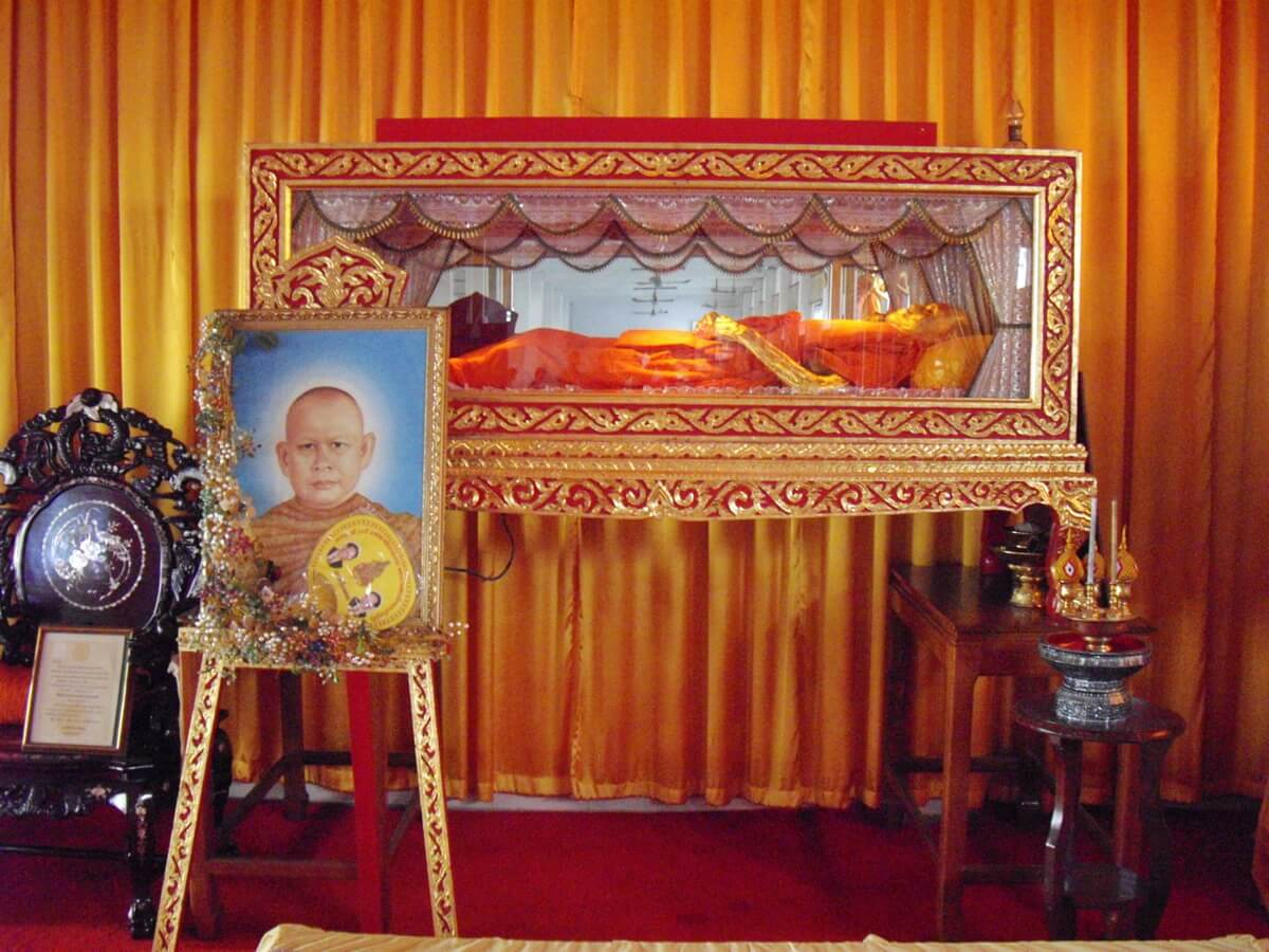 The body of the dead monk in the glass box