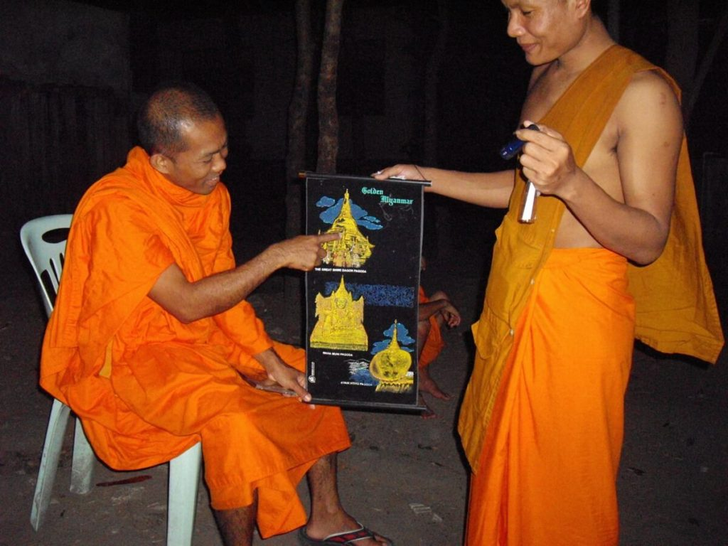 The Burmese monk Nyne Chang showing the important monuments of Burma on a painting