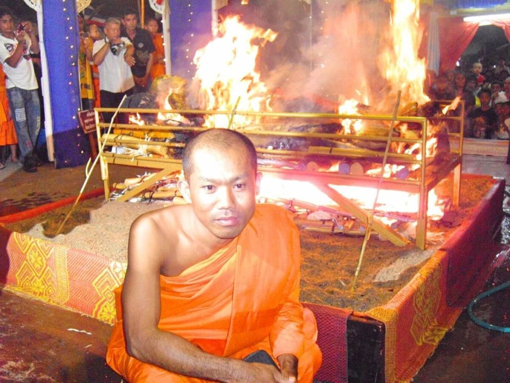 The Burmese monk Nyne Chang in front of the cremation pit
