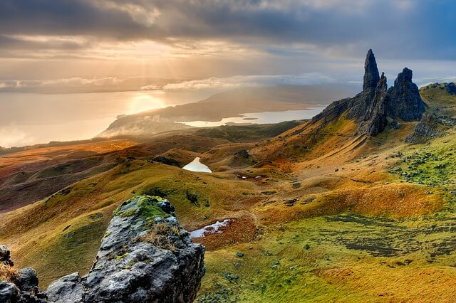 Old man of Storr, a big stone with a view of the sea