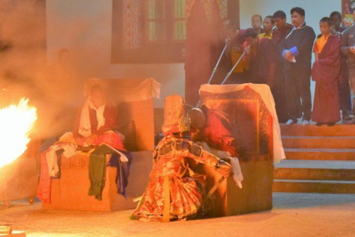 Read more about the article La terrifiante possession de l'oracle bouddhiste de Dirang
