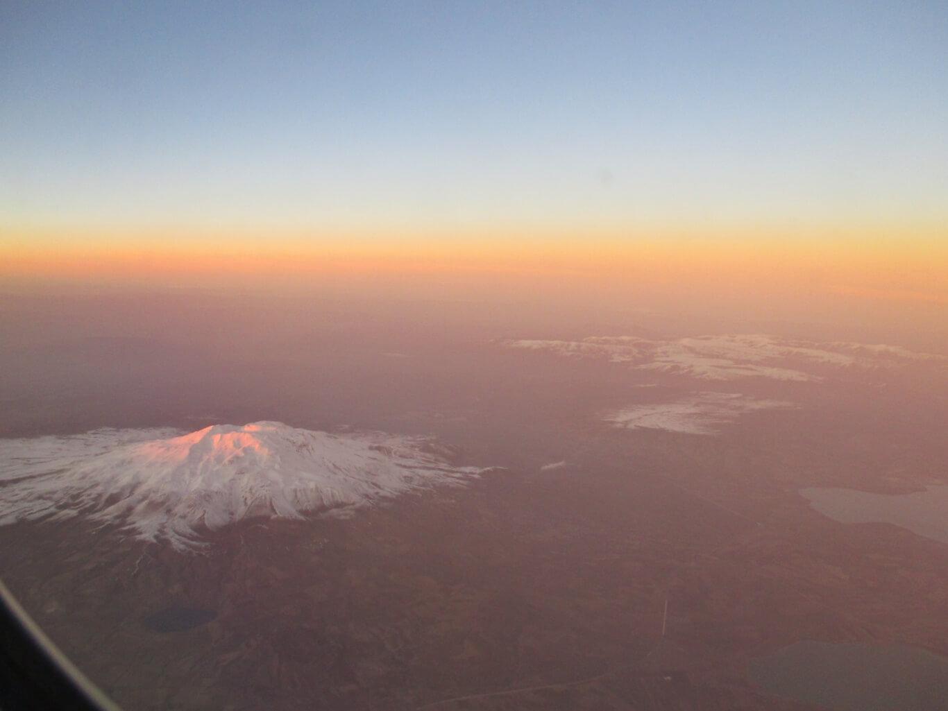 Coucher de soleil sur le vol Doha Paris avec Qatar Airways