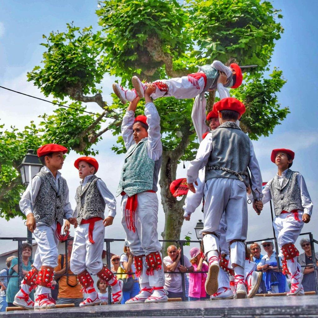 Danseurs basques de Biscaye