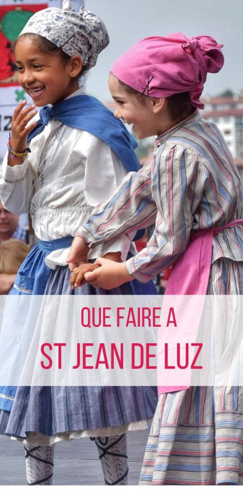 Petites danseuses de la province basque du Guipuscoa