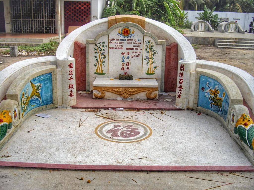 Circular Chinese tomb decorated with trees, birds, fish