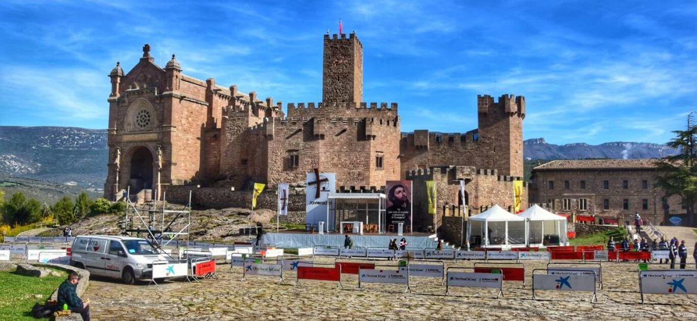 Chateau de Javier et place pour la messe de la Javierada