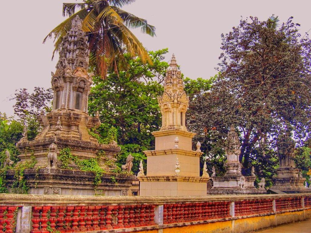 Tombe en forme de pagode Battambang