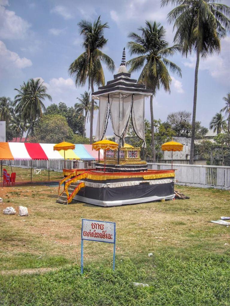 Plateforme de crémation à Battambang