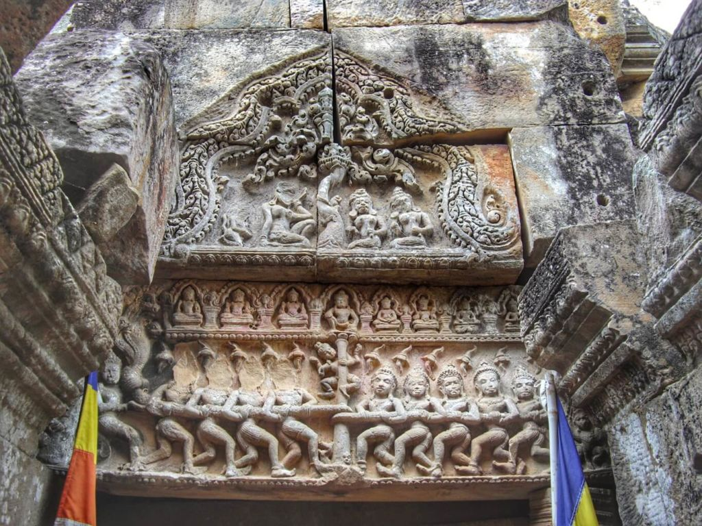 Wat Ek Phnom sculpture