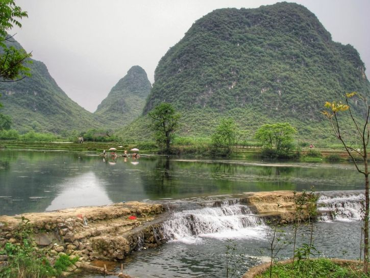 Passage de barrages sur la rivière Li