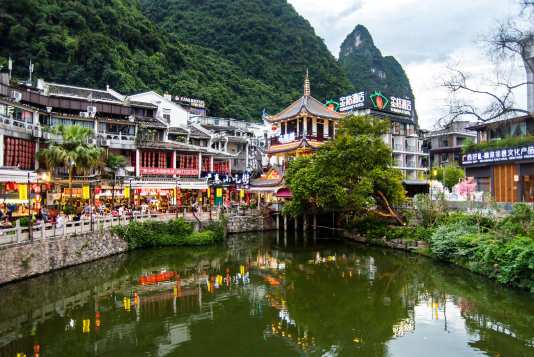 Restaurants along Li River in Yangshuo center