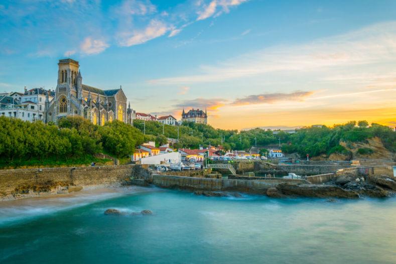 L'église Sainte Eugénie et le port des pêcheurs Biarritz