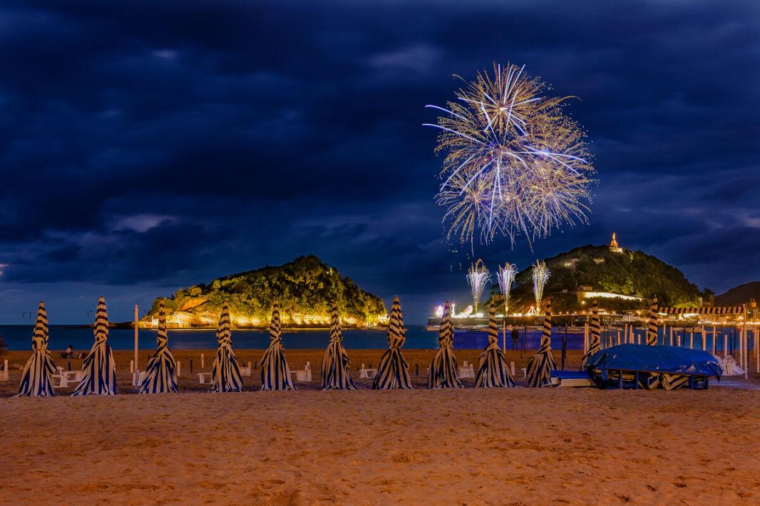 Concours de feux d'artifices depuis la plage de la Concha