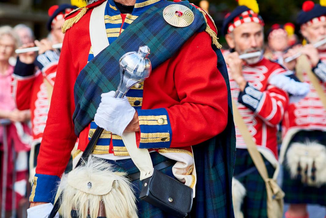 Tambours du festival annuel tamborrada de Saint Sébastien