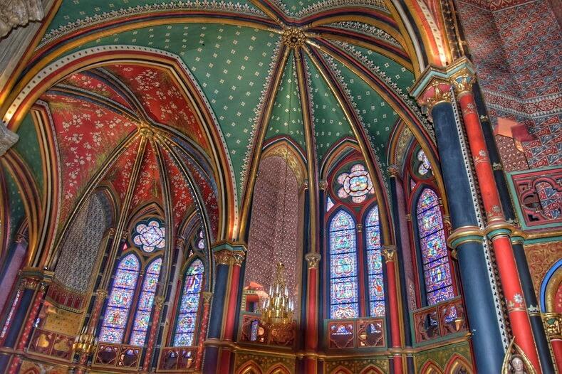 Chapelles peintes et vitraux cathédrale de Bayonne