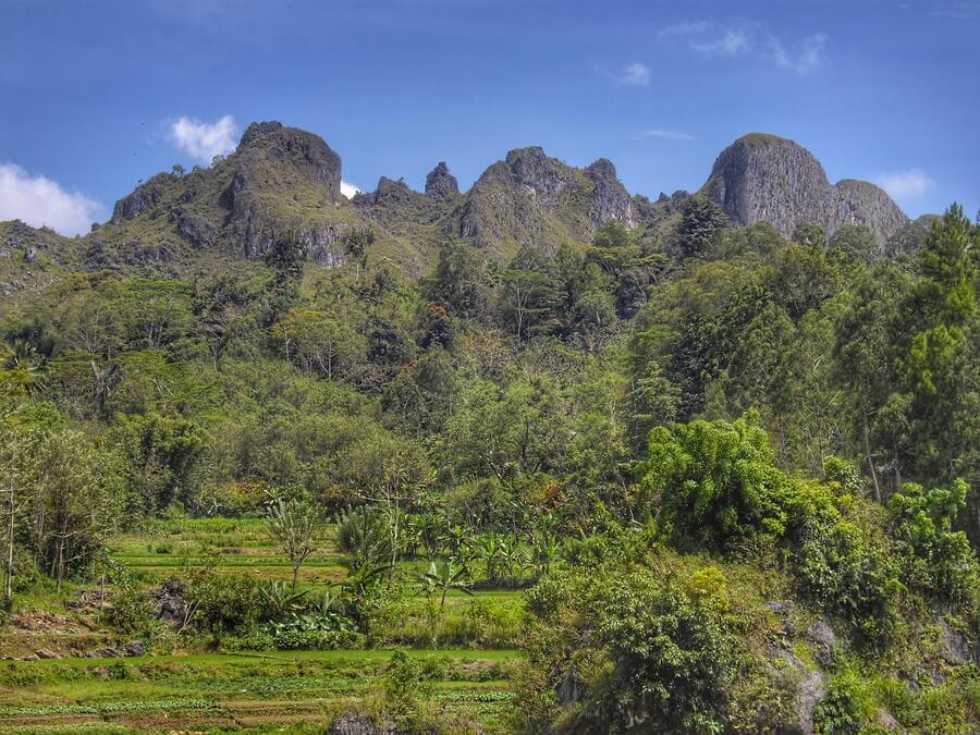 Montagne Toraja près de Makale