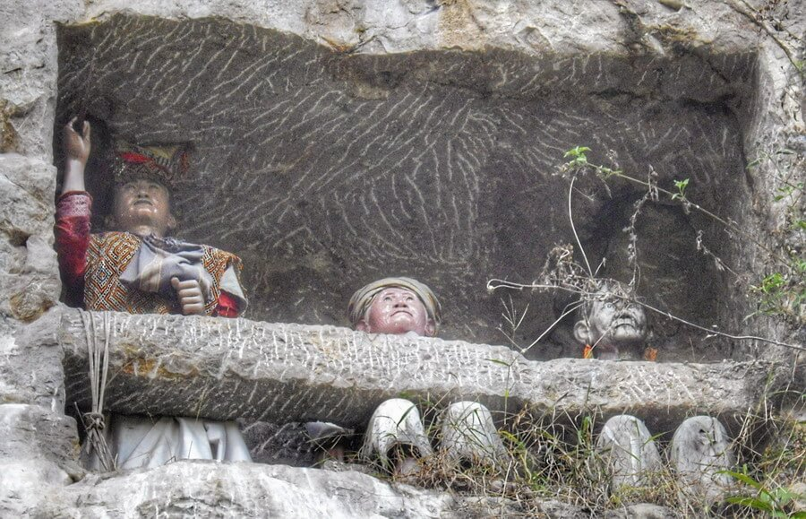 Rich tau tau in Suaya cliff close to Makale
