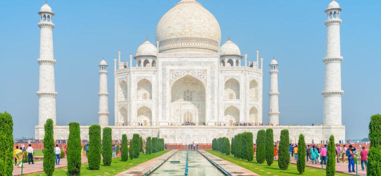 Vue du Taj Mahal et de sa fontaine