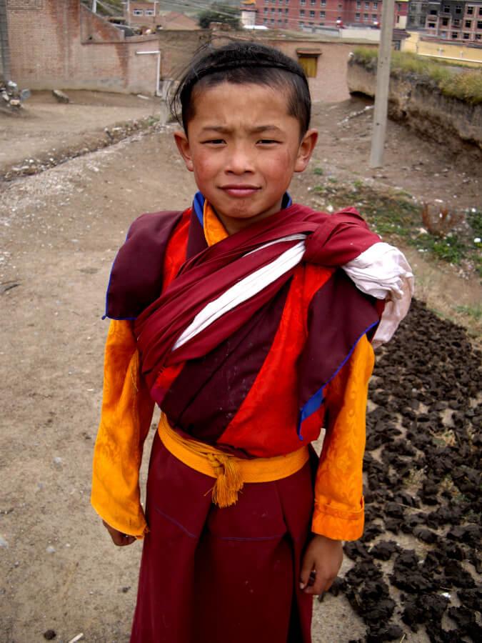 Jeune moine dans le quartier tibétain