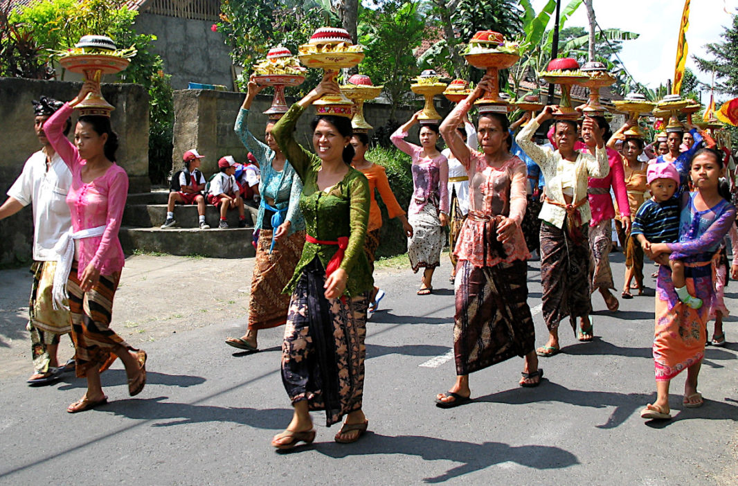 Balinese women carrying offerings on their heads
