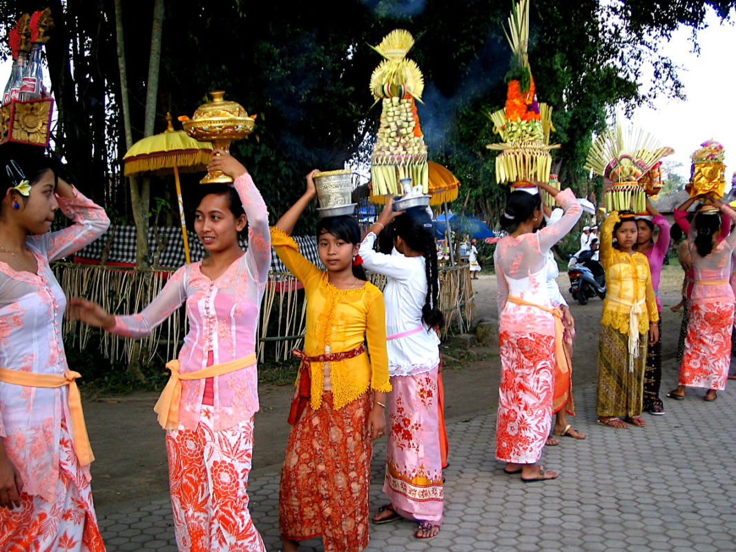 Young Balinese carrying offerngs on their head