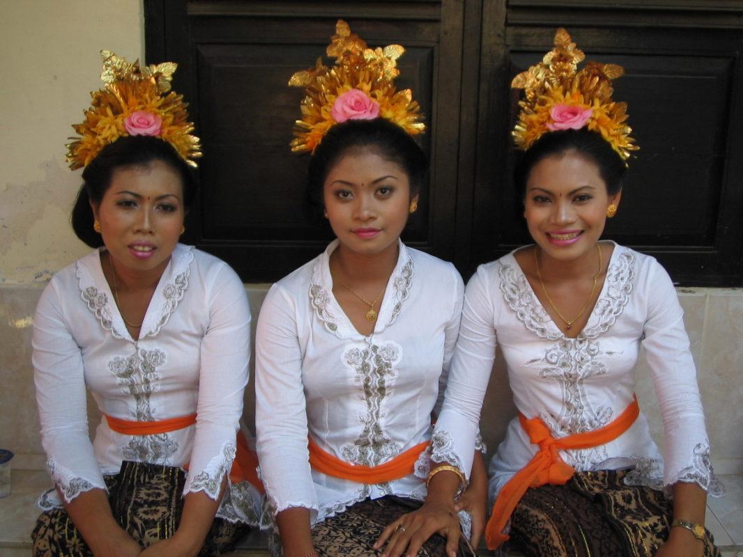 3 Balinese women wearing traditional big birthday attire